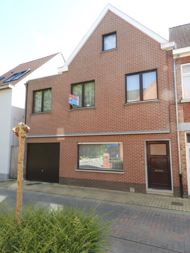 Ruime verzorgde woning met 3 slpks en garage te Aalter – VERHUURD