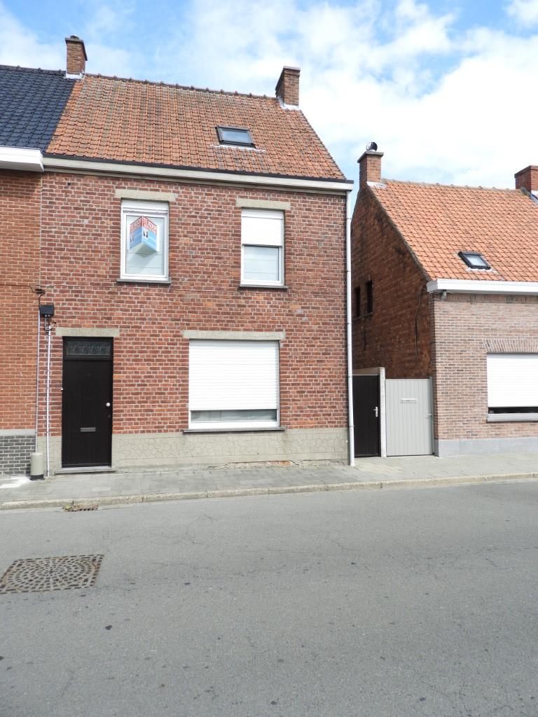 Instapklare woning met 3 slpks en tuin, dicht bij centrum te Aarsele