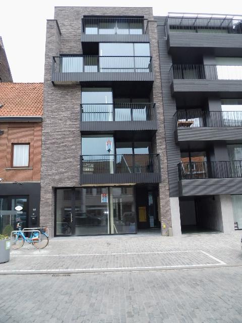 Modern appartement met 2 slpks op markt te Deinze – VERHUURD